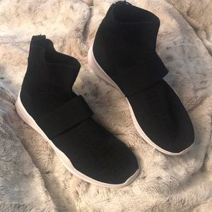 Sock sneakers 8.5 black pull on knit elastic NEW